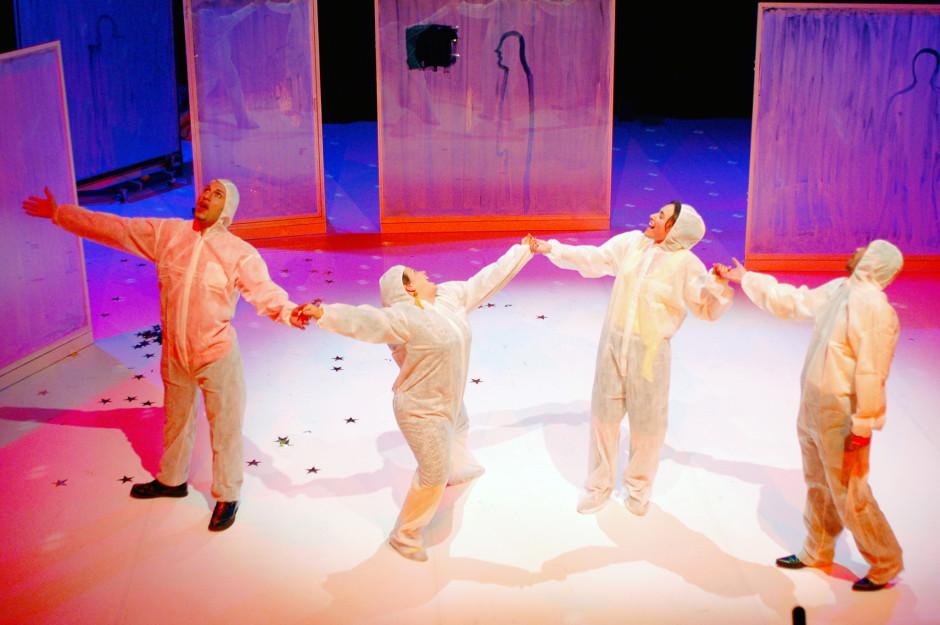 arijana-theater-faked-2007-08